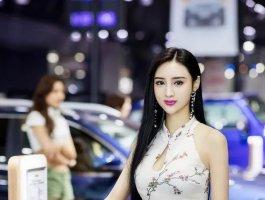 吴春怡被誉为第一美腿车模,火爆身材+气质真不错!